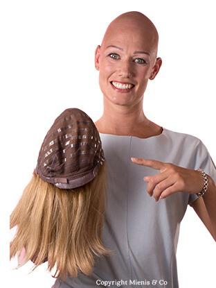 Alopecia totalis, blond haarwerk, lang blond, haarverlies, haarziekte, haarproblemen