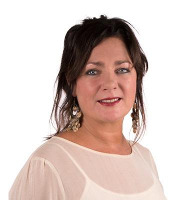 Nannette Mienis van Mienis & Co Pruiken - Haarwerken